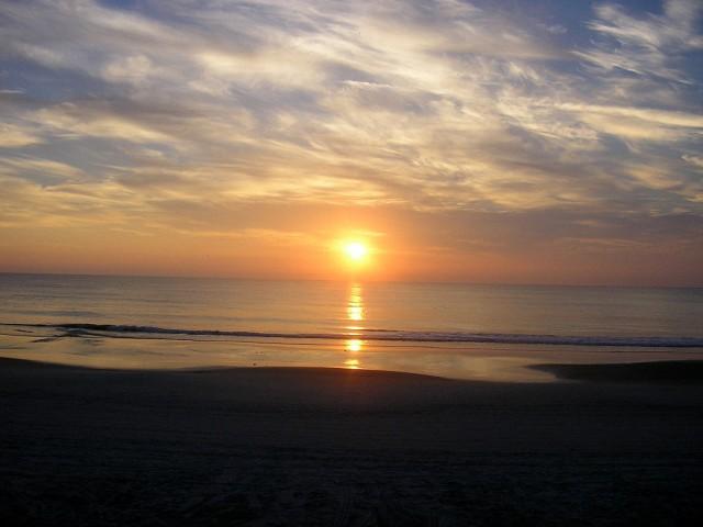1024px-Sunrise-Daytona-Beach-FL
